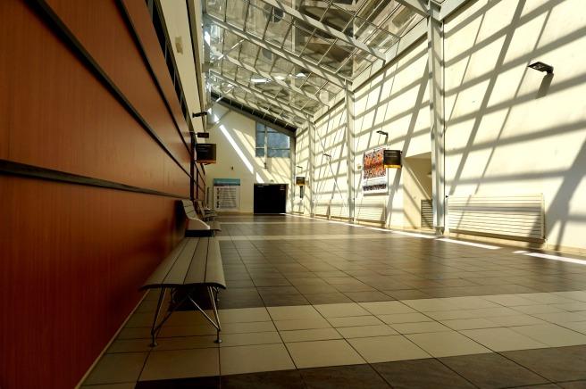corridor-1729534_1920.jpg