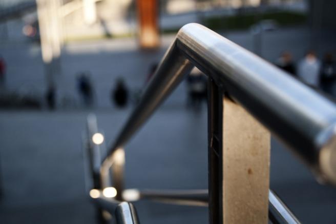 handrail-2489493_1920.jpg
