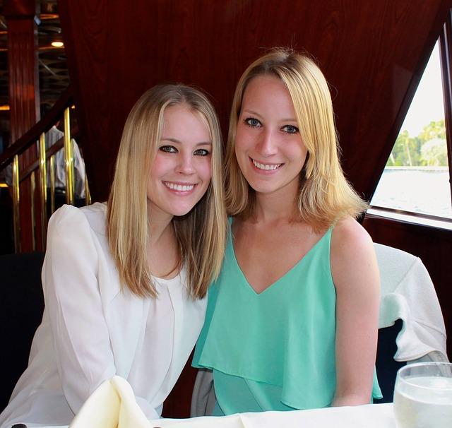 sisters-2061718_640.jpg