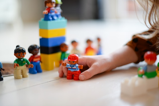 person-playing-mini-fig-1660662.jpg